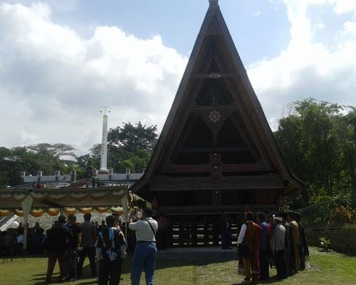 Dirjen Pendidikan Kebudayaan Resmikan Rumah Adat dan Revitalisasi Desa Adat Urat II Samosir