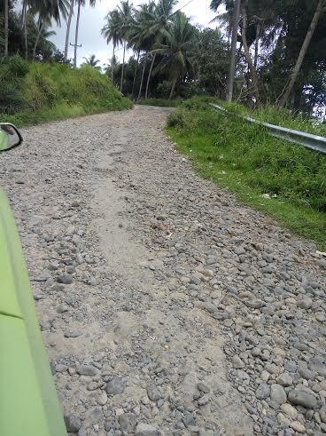 Masyarakat Minta Pemkab Tapteng Segera Mengaspal Akses Jalan Menuju Lokasi Wisata Pantai Kahona