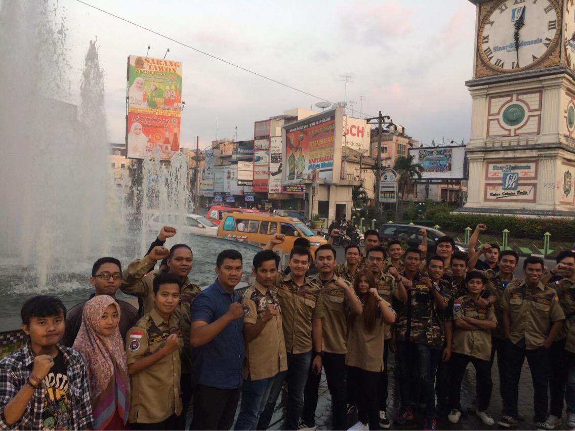 Gerakan Mahasiswa dan Pelajar (GMP) FKPPI Komisariat Universitas Medan Area Bagi Takjil