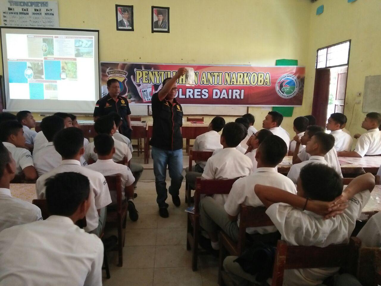 POLRES DAIRI GELAR PENYULUHAN INDONESIA DARURAT NARKOBA DI SMAN 2 SIDIKALANG