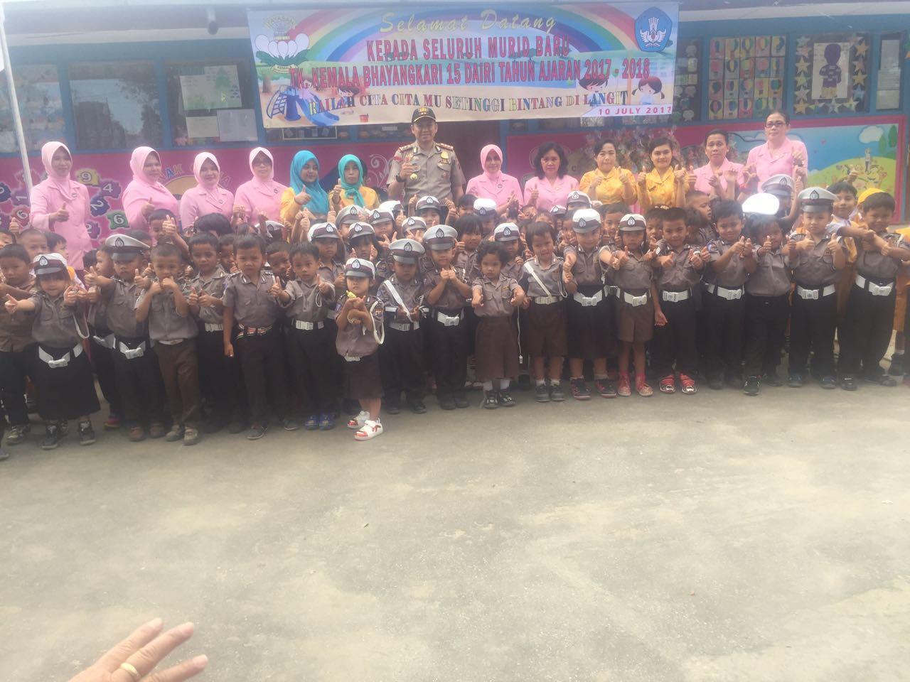 Kapolres Dairi dan Ketua Bhayangkari sambut murid baru TK Kemala Bhayangkari