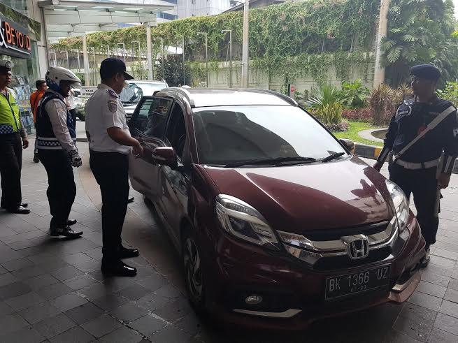 Tidak Miliki Izin, Dishub Medan Tertibkan 8 Taksi Berbasis Online