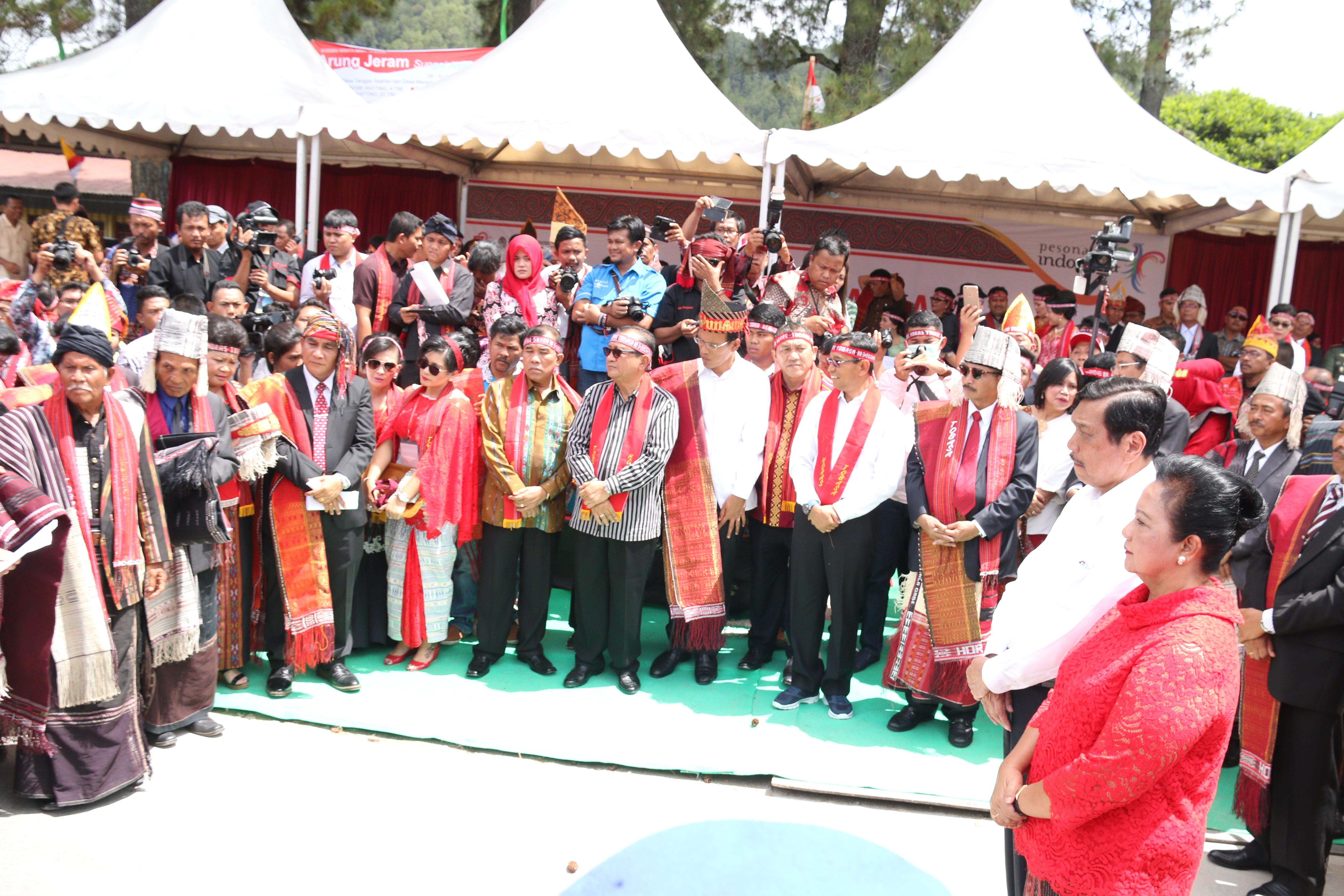 Bupati Taput Hadiri Karnaval Pesona Danau Toba 2017