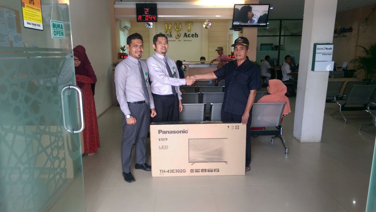 Mayor Purn Muhammad Terima Hadiah Tabungan Seulanga Berupa TV LED 43 Inci dari Bank Aceh Syariah Panton Labu