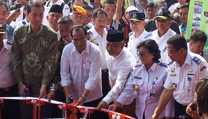 Menhub Resmikan Pengoperasian KRL Jakarta-Cikarang