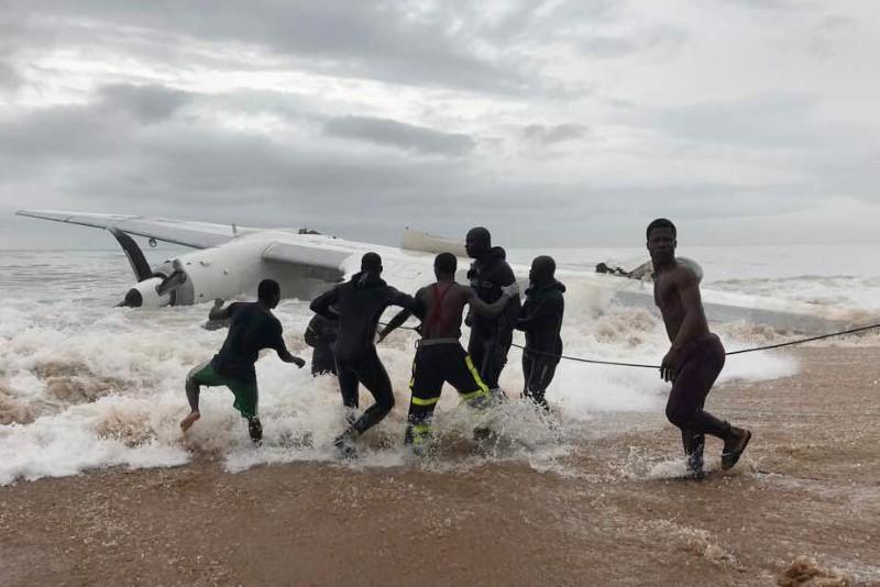 Pesawat sewaan tentara Prancis jatuh di Pantai Gading