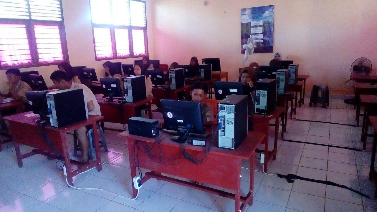 SMP Negeri 11 Kota Lubuklinggau Gelar Simulasi Berbasis Komputer