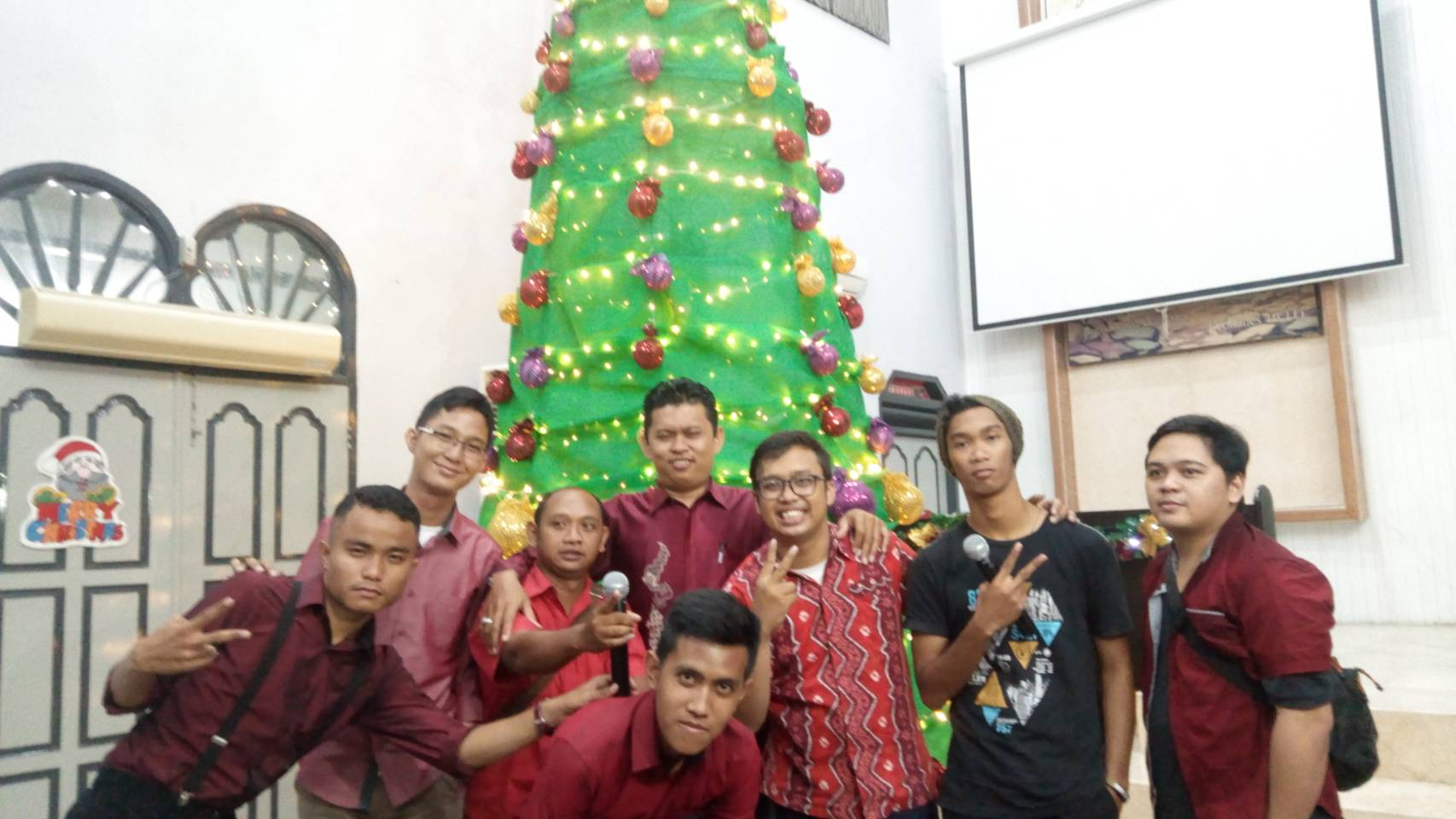 "Jemaat GP.GPIB Immanuel Pekanbaru Melaksanakan Perayaan Natal Dengan Mengusung Tema "" Saling Berbagi"""