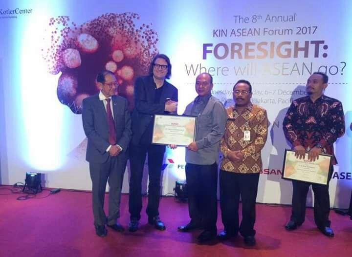 Bupati Taput Peroleh Anugerah 'Bupati Entrepreneur Award 2017′