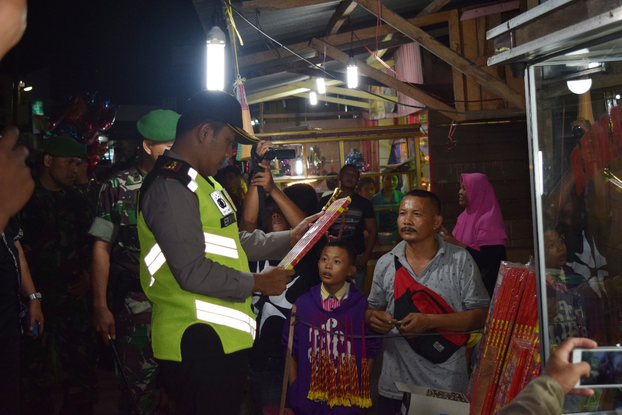 Gelar Operasi Lilin Toba 2017, Polres Nias Amankan 13 Pack Mercon