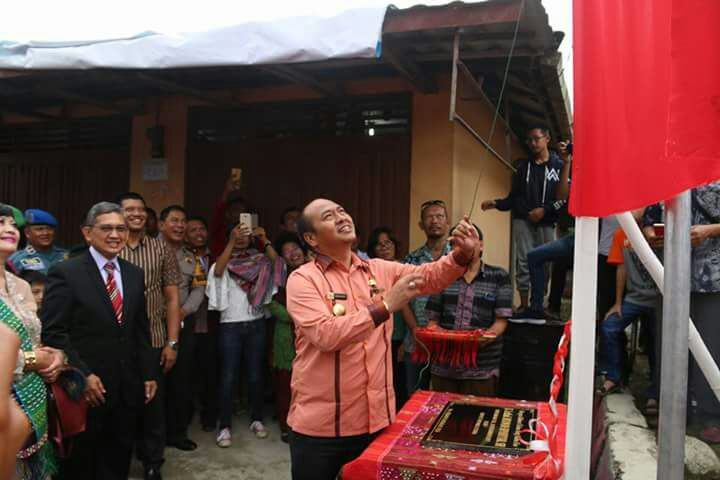 Bupati Taput Resmikan Jalan Letkol Hulman Sipahutar, SH di Kecamatan Adiankoting