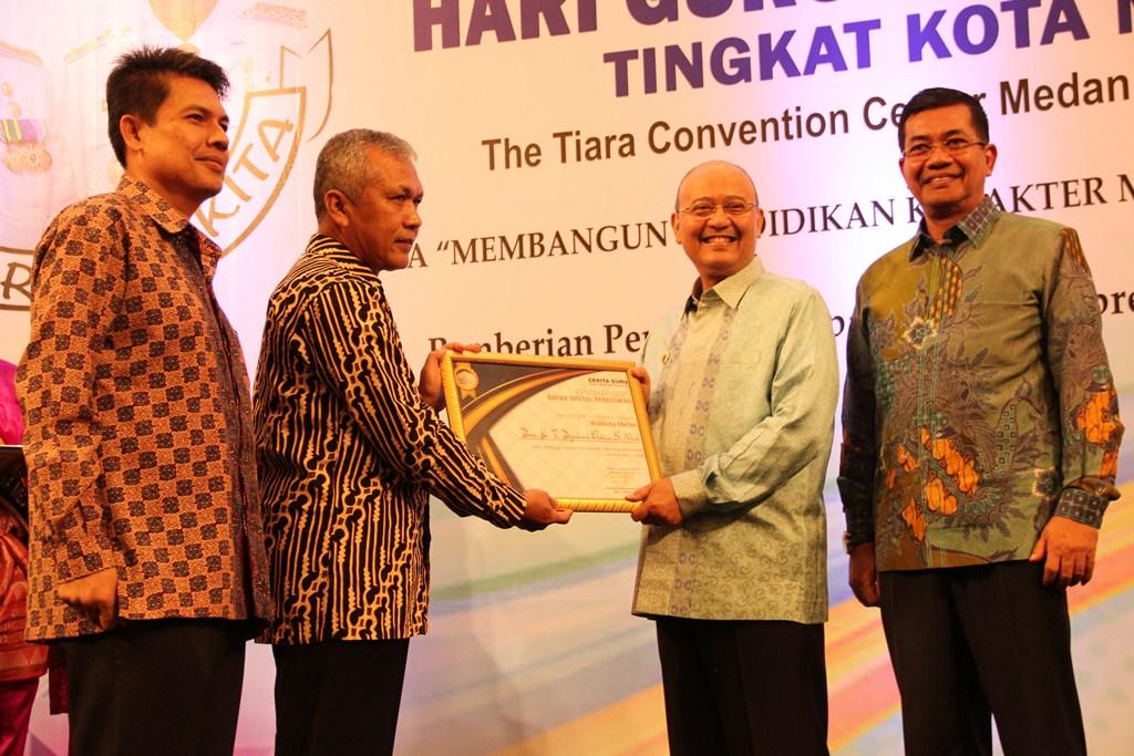 Wali Kota Beri Penghargaan 20 Guru Berprestasi