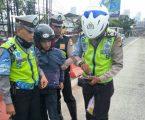 Ditlantas Polda Metro Jaya Amankan Pengendara Motor Nekat Terobos Jalur Busway dan Tabrak Polisi