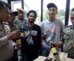 Polsek Kepulauan Seribu Utara Amankan 2 Wisatawan Pulau Seribu Kedapatan Bawa Miras Puluhan Botol