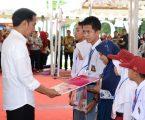Presiden Bagikan 1.500 PKH Dan 1.690 KIP Di Gowa