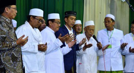 Hari Kedua di Jatim, Presiden Panen Jagung di Tuban