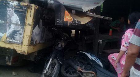 Mobil Bak Terbuka Hantam Warung Dan 4 Unit Sepeda Motor Warga di Bombang Bidang B