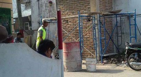 Kangkangi Pemko dan DPRD Medan, Pembangunan Toilet Di Bahu Jalan Umum Tetap Di Lanjutkan