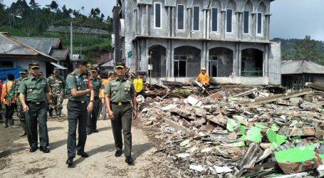 Pangdam IV/Diponegoro Tinjau Korban Gempa Kalibening Banjarnegara
