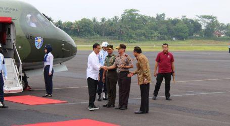 Pangdam IV Diponegoro Sambut Kedatangan Presiden RI Di Bandara Tunggul Wulung Cilacap