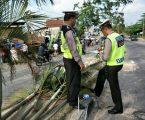 Rem Blong, Truk Bermuatan CPO Menimpa Satu Rumah
