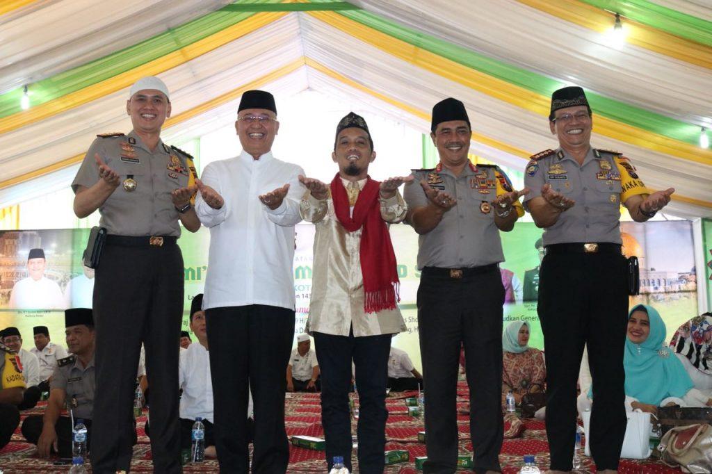 Hasil gambar untuk ustad Maulana di Medan