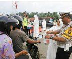 Satlantas Polres Empat Lawang bagikan Takjil Gratis