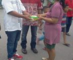 Ranting PDIP Pulo Brayan Bengkel Baru Gelar Bagi Takjil di Persimpangan Jalan