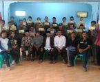 Kepala Desa Gunung Sari Menyerahkan THR Kepada Ketua RT Dan Tokoh Agama