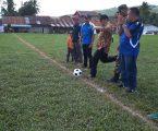 Camat Tinada Buka Turnamen Sepak Bola