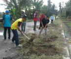"""Camat Tanjung Beringin Laksanakan """"Jumat Bersih"""" di Desa Suka Jadi"""