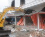 Pemko Medan Turunkan  Backhoe Loader Bongkar 11 Bangunan Ruko Tanpa SIMB di Sunggal