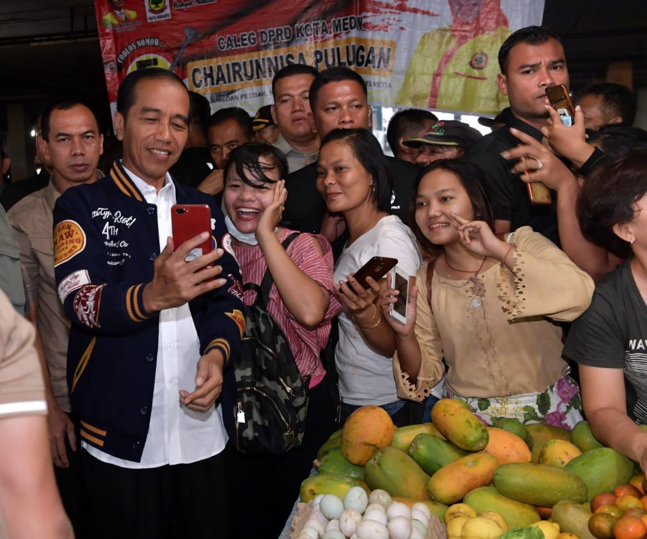 Presiden Blusukan Belanja Ikan Teri ke Pasar Petisah Medan - Metro Rakyat  News c89d2301c0
