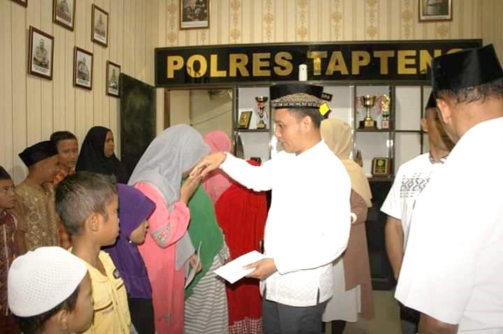 Bupati Tapanuli Tengah Hadiri Buka Puasa Bersama Keluarga Besar Polres Tapanuli Tengah