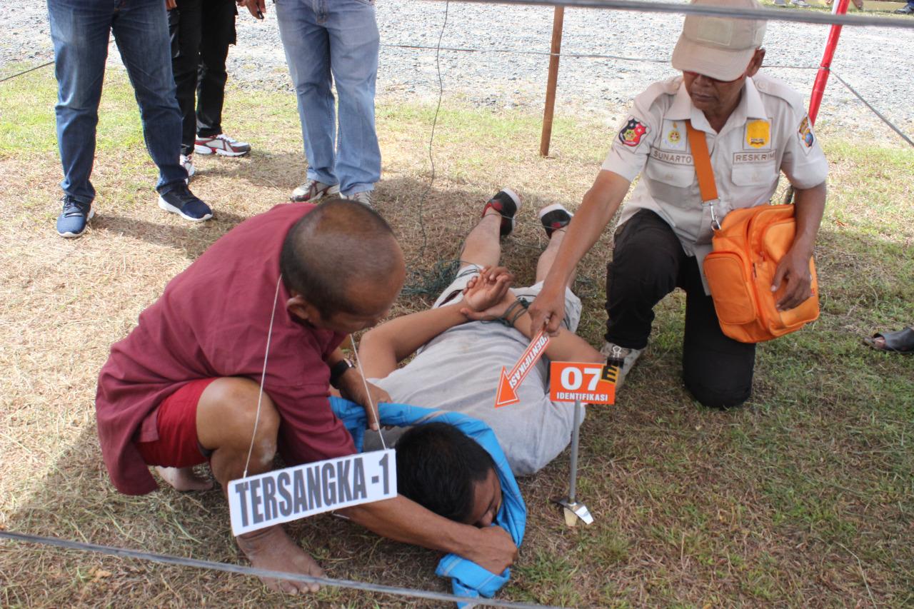 Polres Tapteng Gelar Rekonstruksi Penemuan Jasad di Pulau Mursala, Abang Kandung Adalah Esekutor Kematian Abdul Bahri Simanungkalit