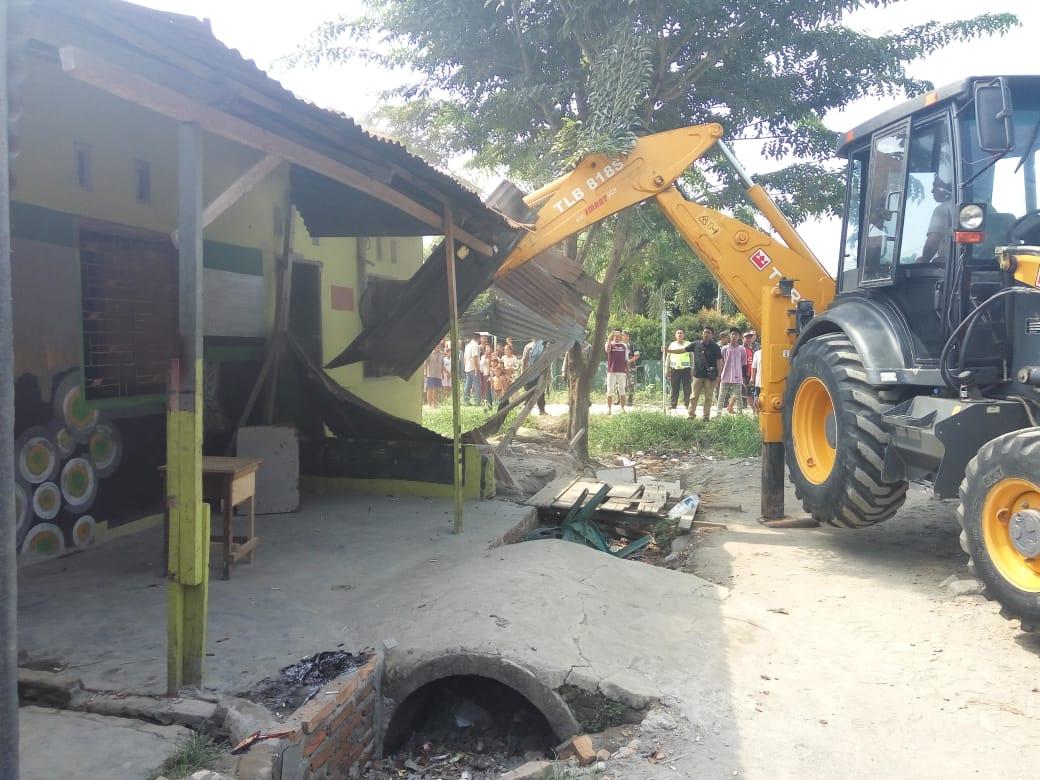 Dianggap Sebagai Sarang Narkoba, 2 Rumah di Jermal 15 Denai Tanah Garapan di Seruduk Ekskavator