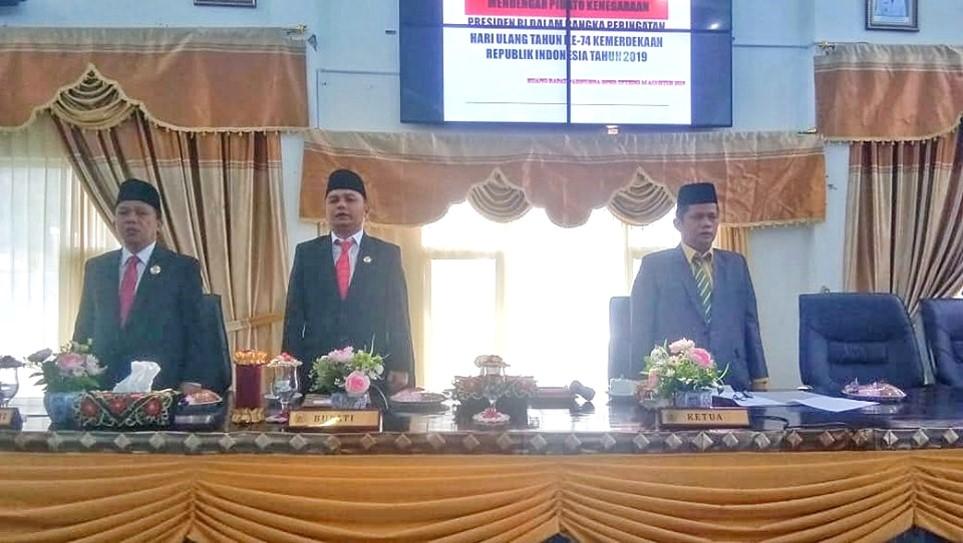 Bupati Tapteng Menyaksikan Pidato Kenegaraan Presiden RI di Ruang Rapat Paripurna  DPRD Tapteng