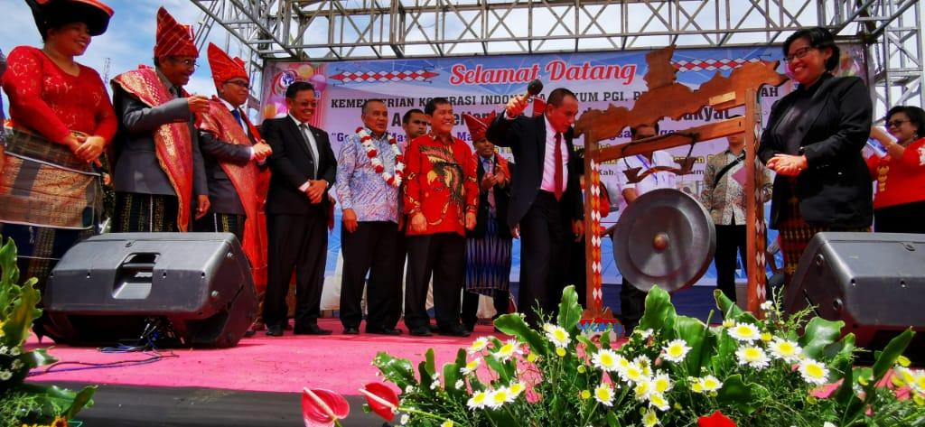 Gubsu Edy Rahmayadi dan Bupati Karo Membuka HUT ke-10 Yayasan Ate Keleng