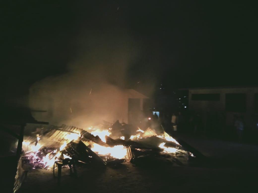 Kebakaran Hanguskan Kantin SMA Negeri 1 Sipangan Bolon
