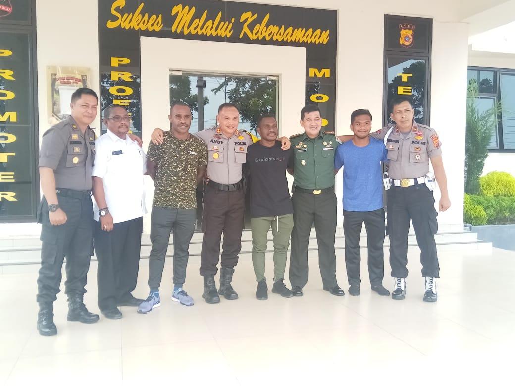Sejumlah Pemuda Papua Ngopi Bareng Di Polres Langsa