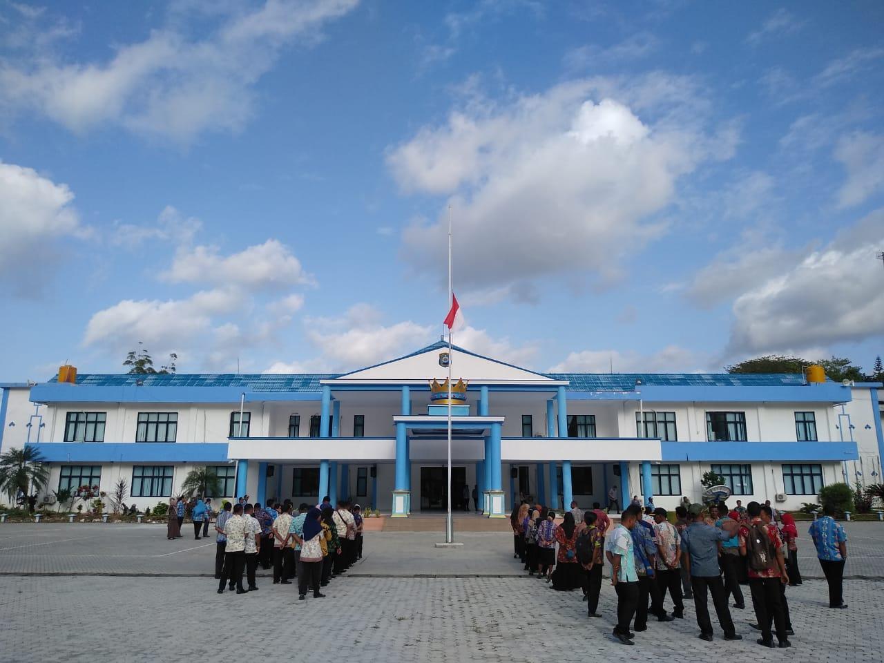 In Memoriam B.J.HABIBIE, Pemda Raja Ampat Kibar  Bendera Setengah Tiang
