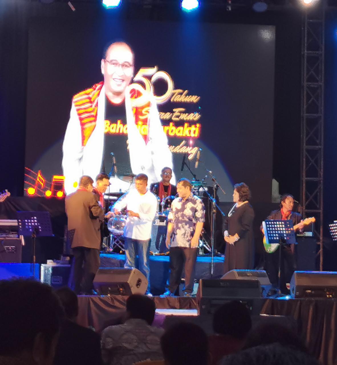 Bupati Karo dan Danbrigif 7/RR Nobar 50 Tahun Suara 'Emas' Bahagia Surbakti