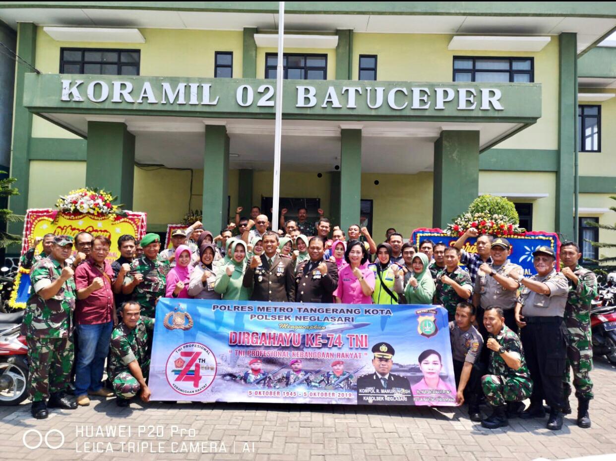 HUT TNI ke 74 Tahun, Kapolsek Neglasari dan Jajaran Kunjungi Koramil 02 Batuceper