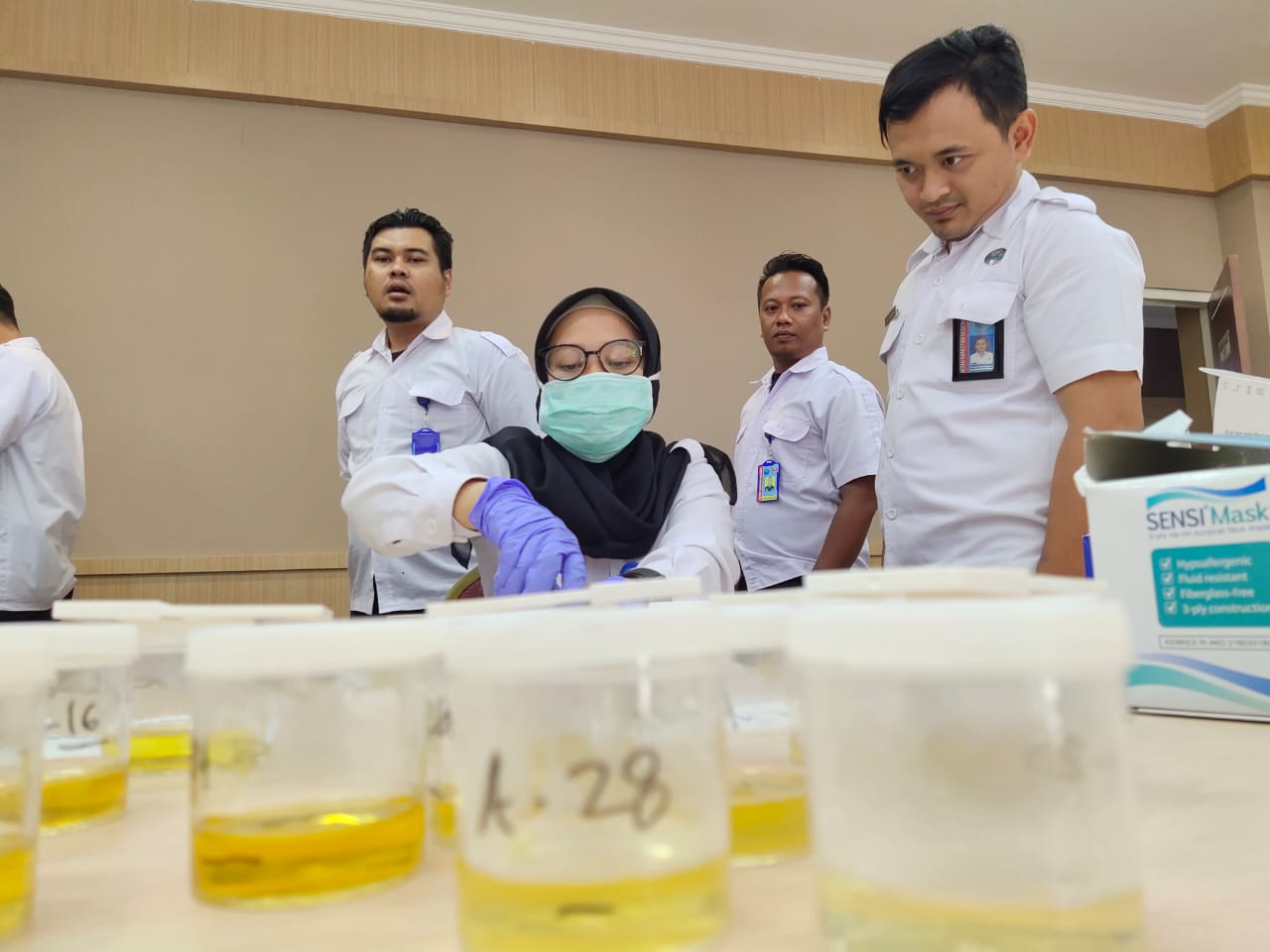 Tingkatkan Pengawasan Internal, Puluhan Anggota BNNP Jatim dites Urine Mendadak