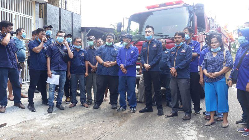 Basmi Penularan Virus Covid-19, Partai Nasdem Medan Semprot Badan Jalan Pakai Disinfektan di Tiga Kecamatan