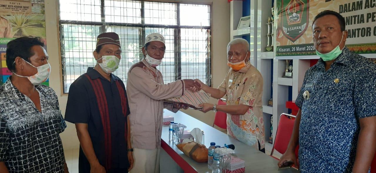 Bupati Asahan Serahkan Bantuan Pembangunan Musholla Ar Royyan