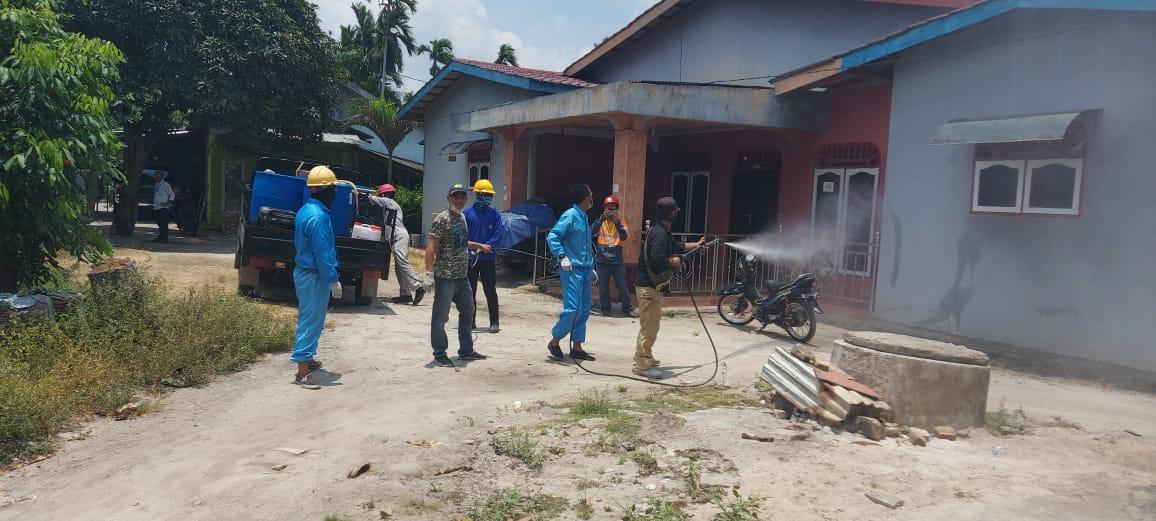 Cegah Covid-19, FPM Kuta dan MNA Semprotkan Disinfektan Di Kuala Tanjung