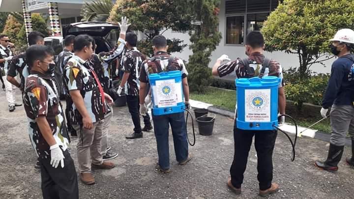 Cegah Penularan Covid-19,  DPD IPK Kota Gunungsitoli Bagi Masker dan Penyemprotan Cairan Disinfektan Gratis