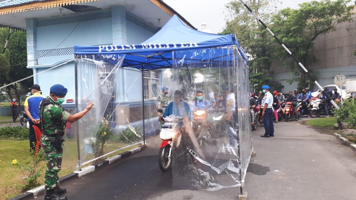 Cegah Penyebaran Covid 19, Lanud Soewondo Sediakan Bilik Penyemprotan Disinfektan Bagi Masyarakat dan Anggota