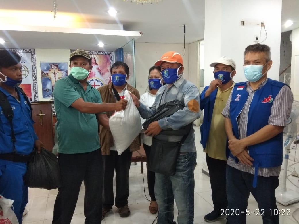 Lembaga Gereja dan Lembaga Keumatan Beri Tali Asih Kepada Jurnalis Terdampak Covid-19 di Medan